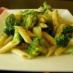 Cestoviny s brokolicou a parmezánom