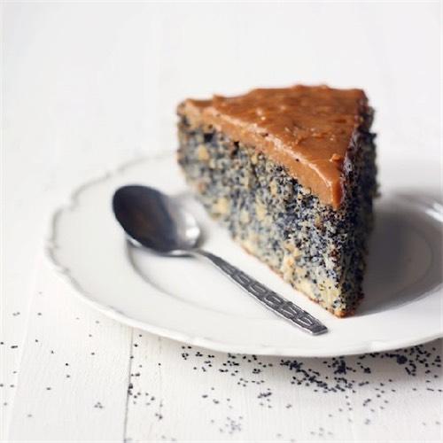 Orechový koláč s makom